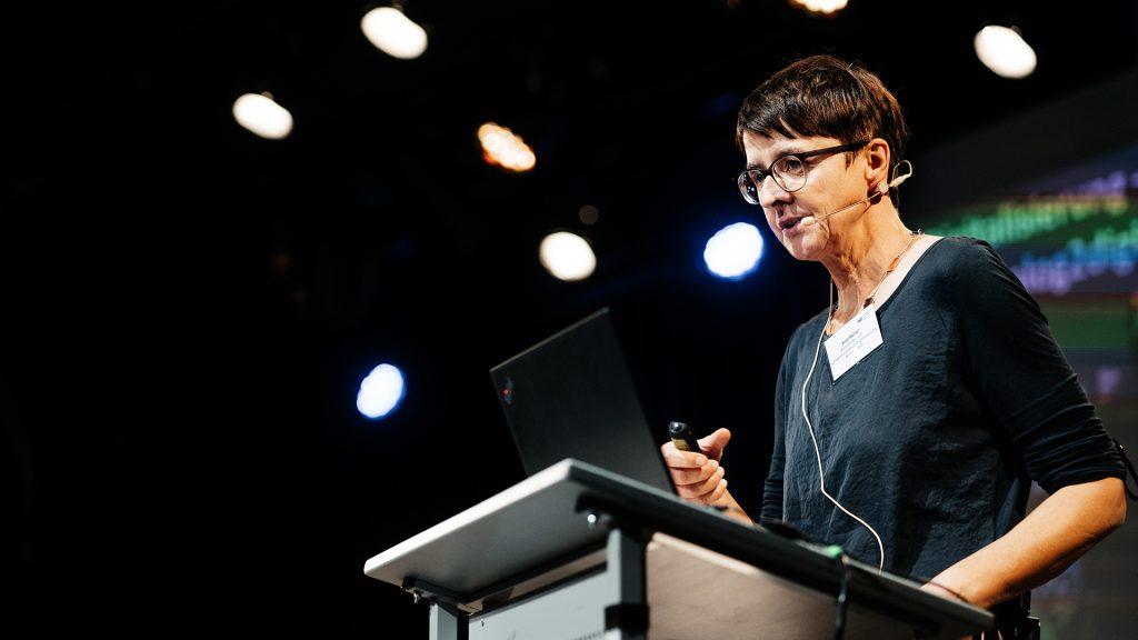 Anja Müller von digiS referiert über Data Literacy auf der 2. kulturBdigital-Konferenz