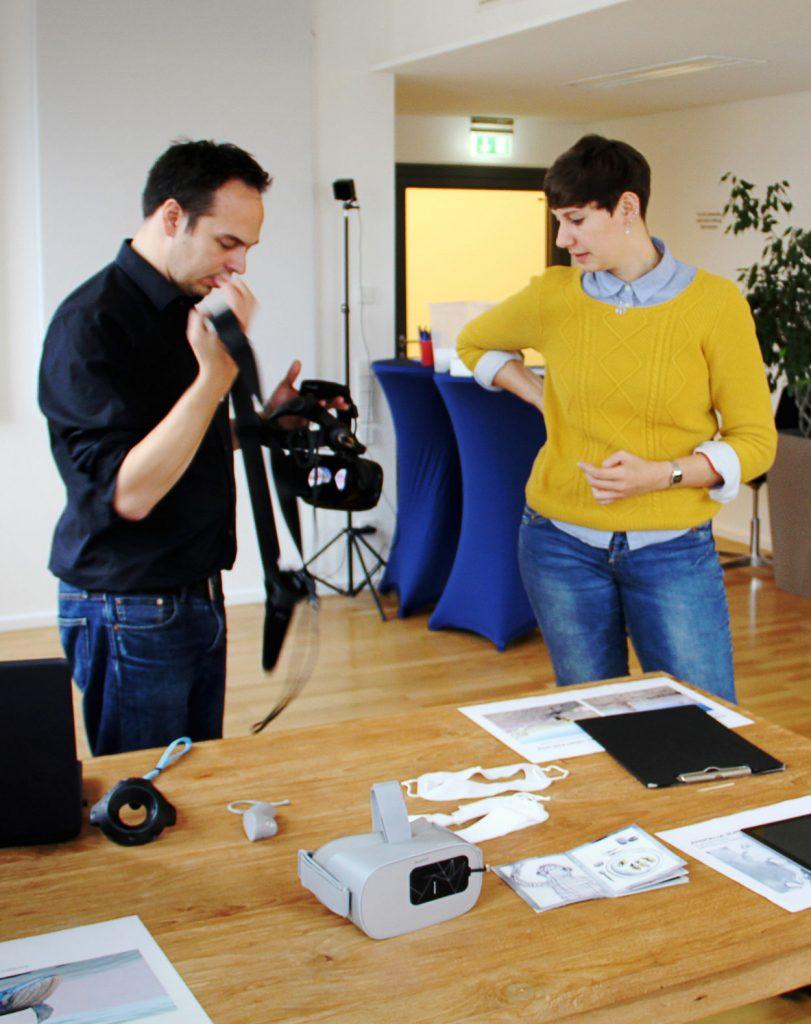 Testen von verschiedenen Virtual Reality Brillen im Workshop
