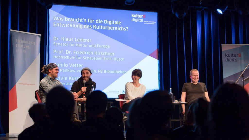 Diskussion mit Senator Klaus Lederer und Vertretern von Kultureinrichtungen zu Strategien für die digitale Entwicklung in Berlins Kulturbereich.