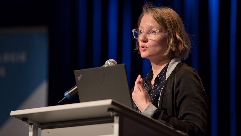 Wie sehen digitale Innovationen in den freien performativen Künsten aus? Dramaturgin Susanne Schuster stellt Beispiele aus den letzten Jahren vor.