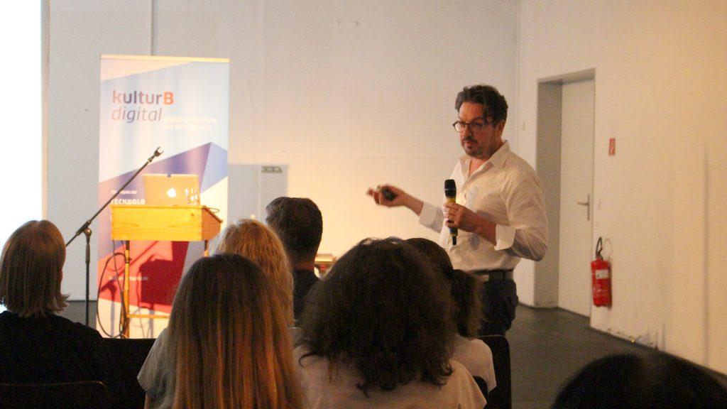Prof. Dr. Martin Tröndle im Vortrag zur Nicht-Besucherforschung