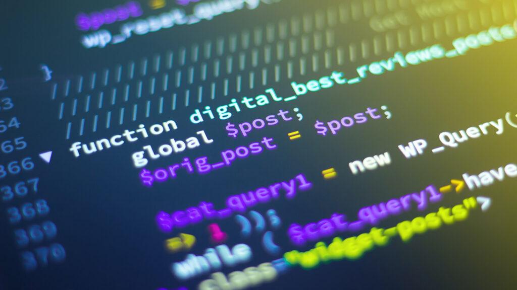 Monitor mit Quellcode-Zeilen als Symbolbild für Open Source-Software
