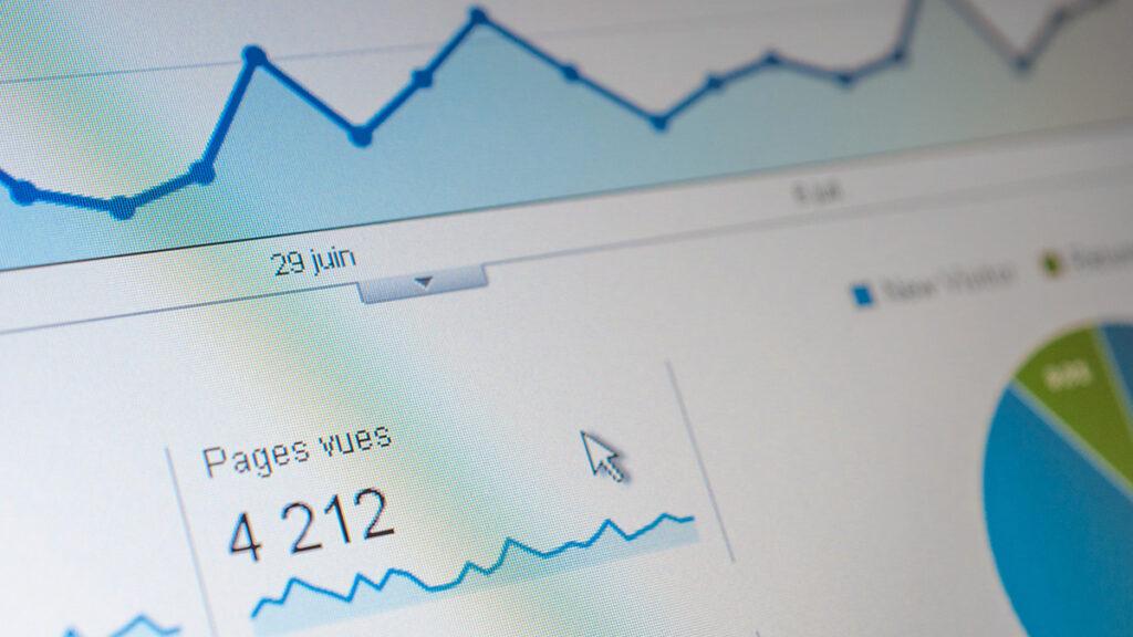 Web-Analyse Symbolbild mit Metriken