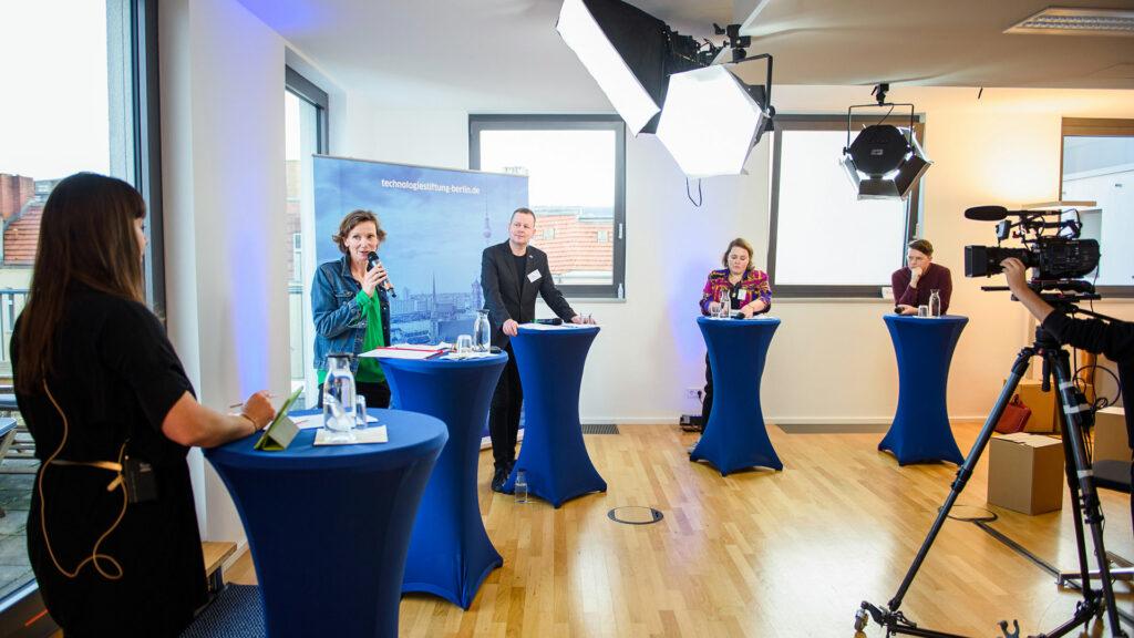 Digitale Infrastruktur im Kulturbereich - Diskussionsrunde auf der kulturBdigital Konferenz 2020