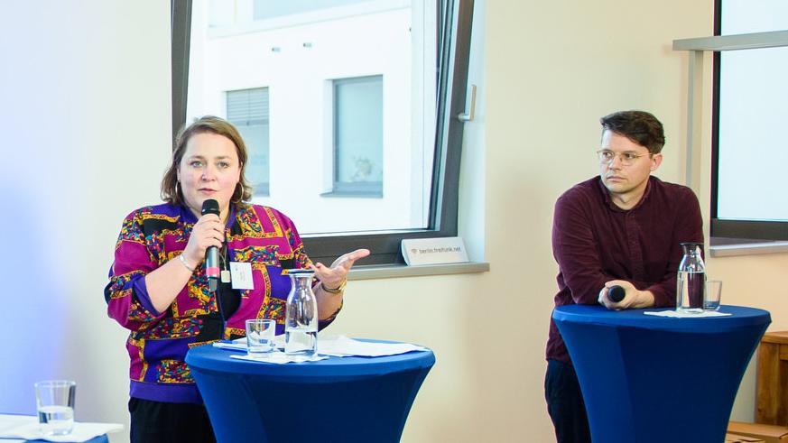 Digitale Infrastruktur im Kulturbereich - Tina Pfurr (Ballhaus Ost), Benjamin Seibel (Technologiestiftung Berlin) diskutieren auf der kulturBdigital Konferenz 2020