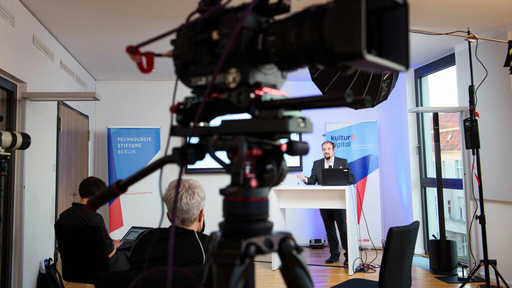 Vortrag von Prof. Dr. Christian Dörr auf der kulturBdigital Konferenz 2020